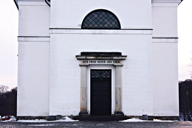 kirke+i+h%25C3%25B8rsholm.jpg