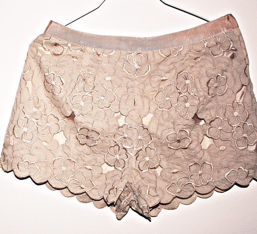 lace-floral-shorts.jpg