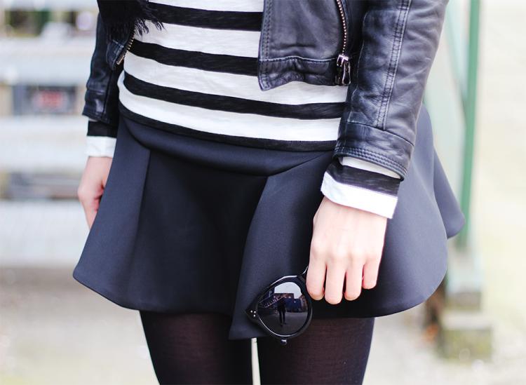 celine audrey sunglasses modeblog fashion blog blogger outfit scuba skirt frill flæse sommer forår sort striber læderjakke