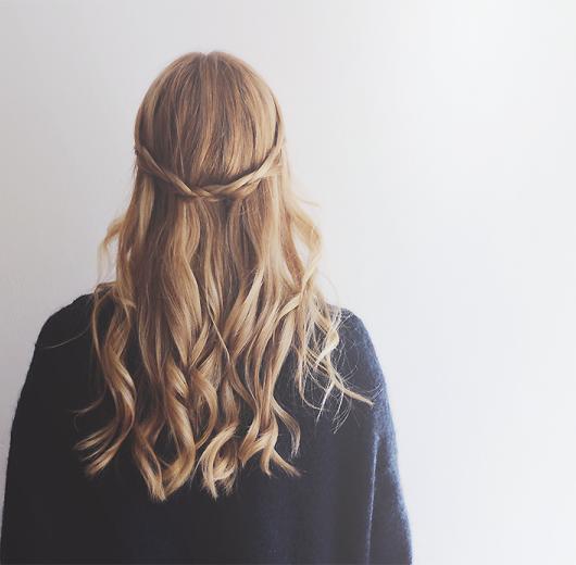 waterfall-braid-hår-frisure-fletning-1.png