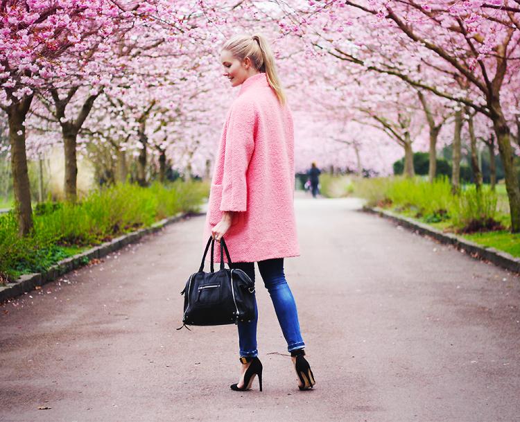 forår, kirsebærtræ, modeblog, fashion blog, blogger, lyserød frakke, forårsfrakke, overgangsjakke