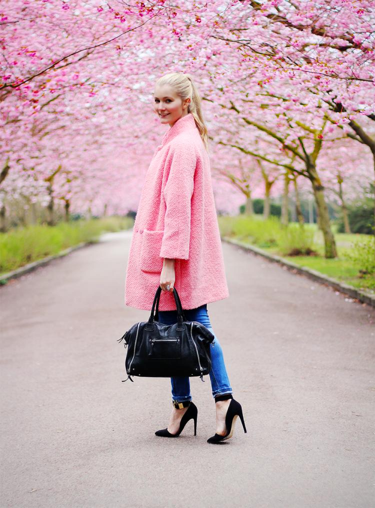 pink coat ganni kirsebærtræ, bispebjerg kirkegård, forår, modeblog, fashion blog