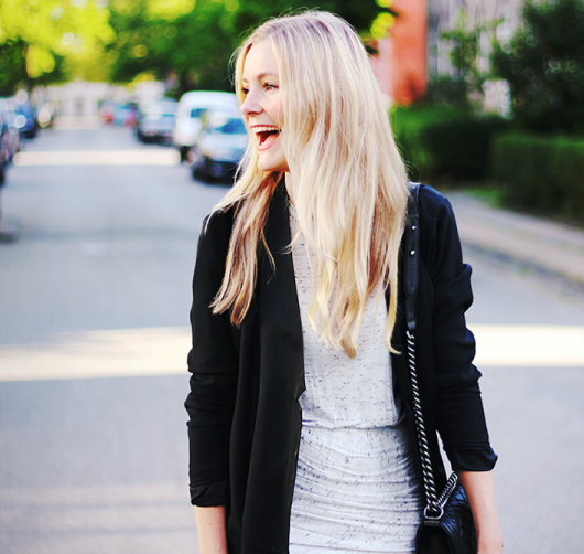 happygirl-blonde-outfit.png