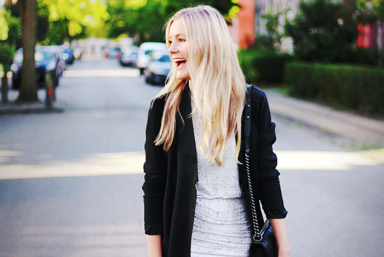 happygirl blonde outfit