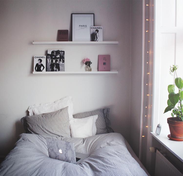 indretning interiordesign bedroom lyskæde hylder