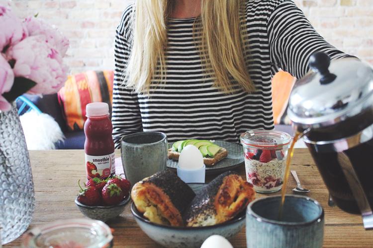 morgenmad breakfast stribetbluse fashion kaffe københavn