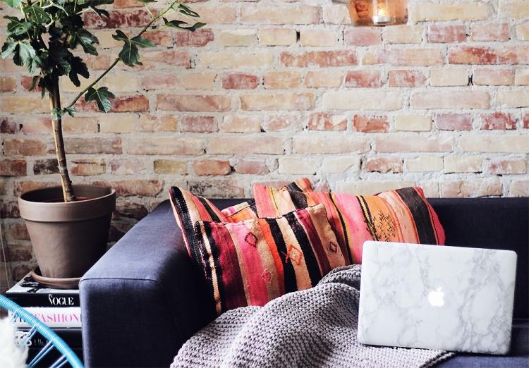 rå murstensvæg