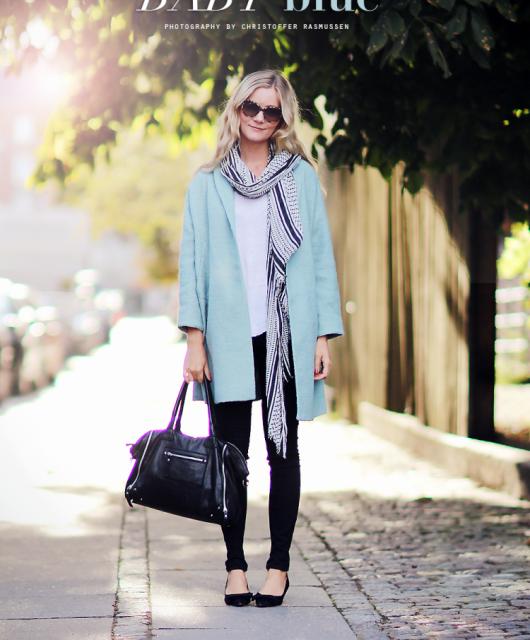 lyseblå-frakke.png