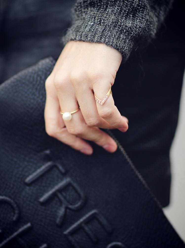 jane-kønig-v-ring-diamanter.jpg