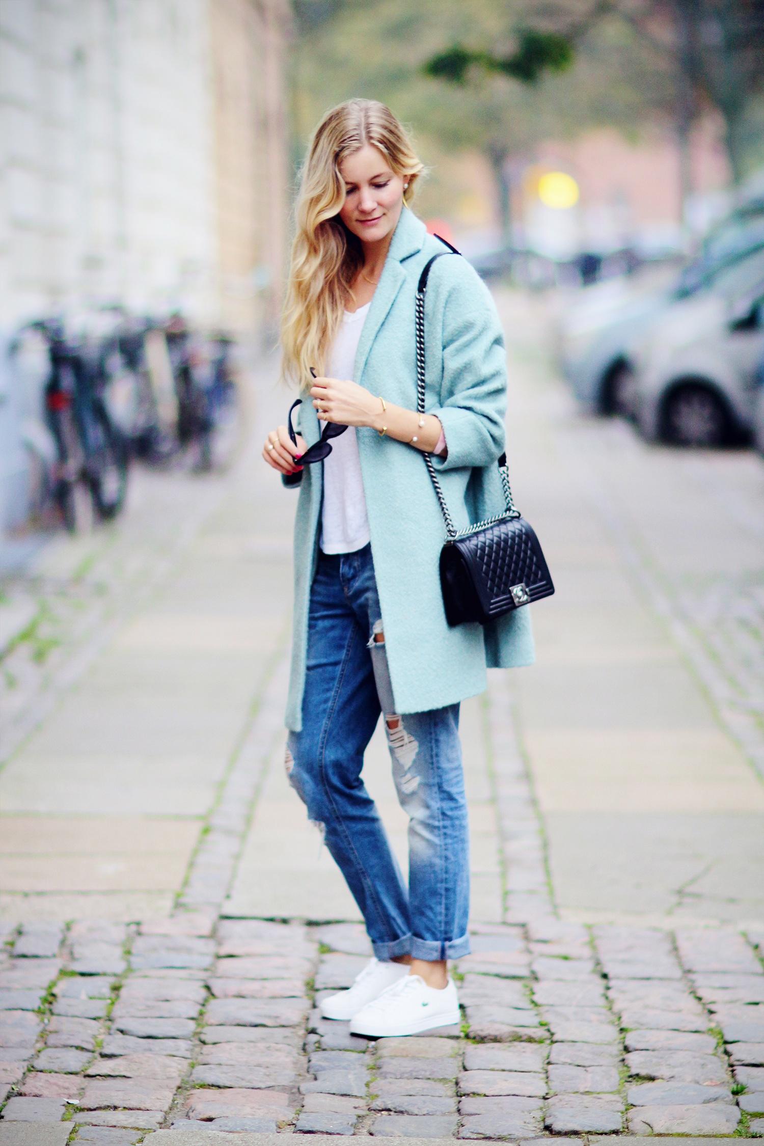 lyseblå-frakke@2x