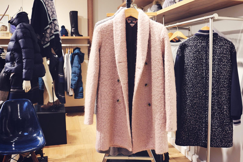 lyserød-frakke@2x