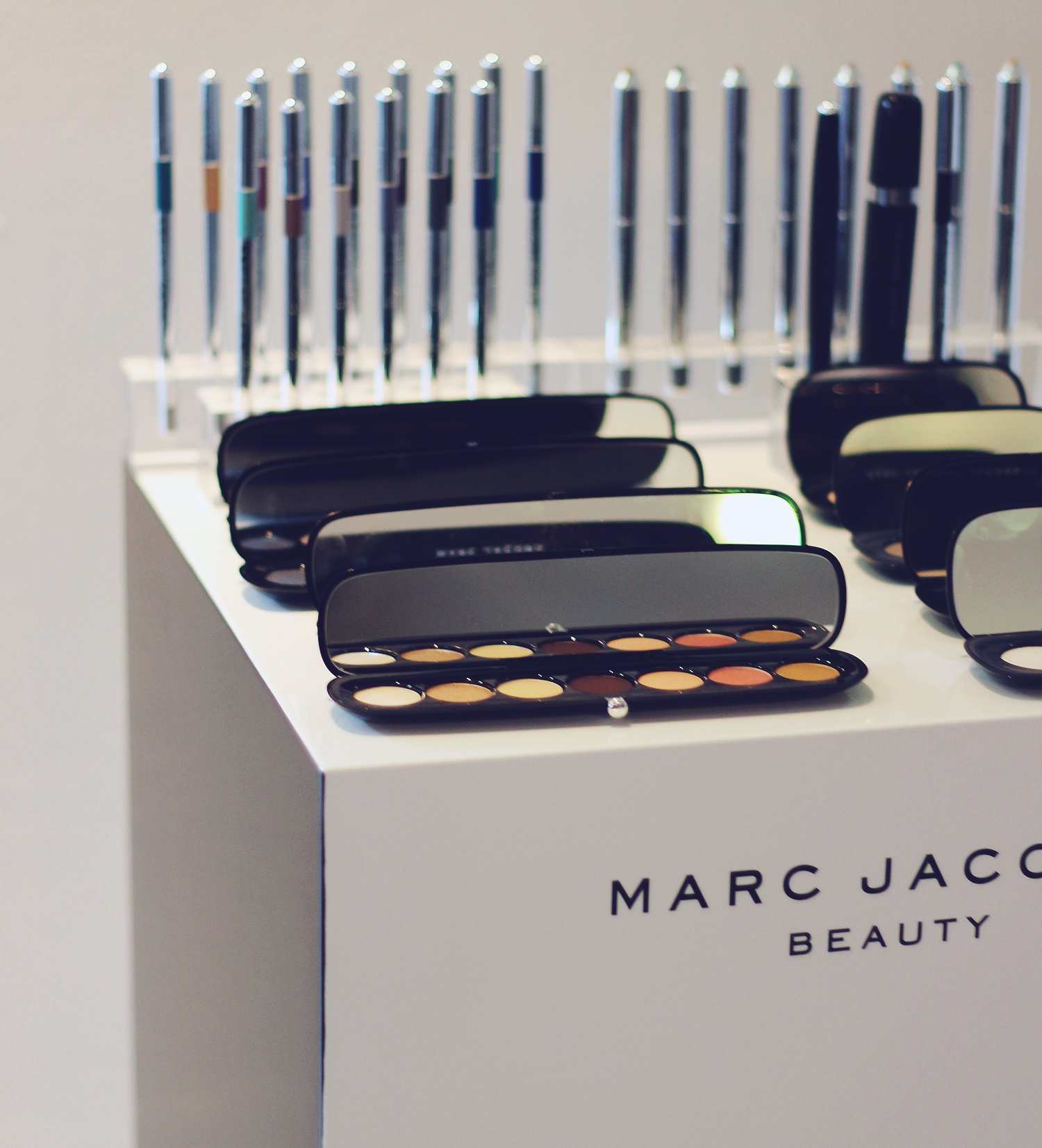marc-jacobs-eyeshadow@2x