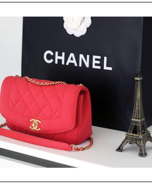 red-chanel-bag@2x.jpg