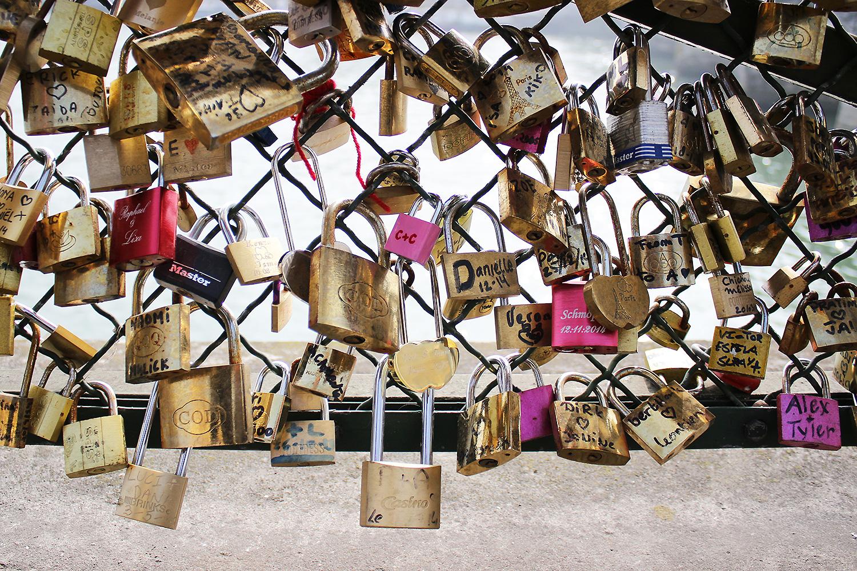 love-bridge-paris@2x