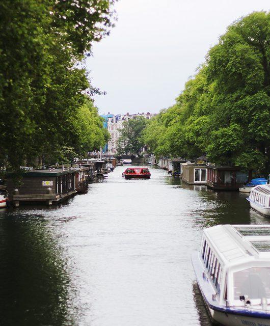 amsterdam-kanal@2x1.jpg