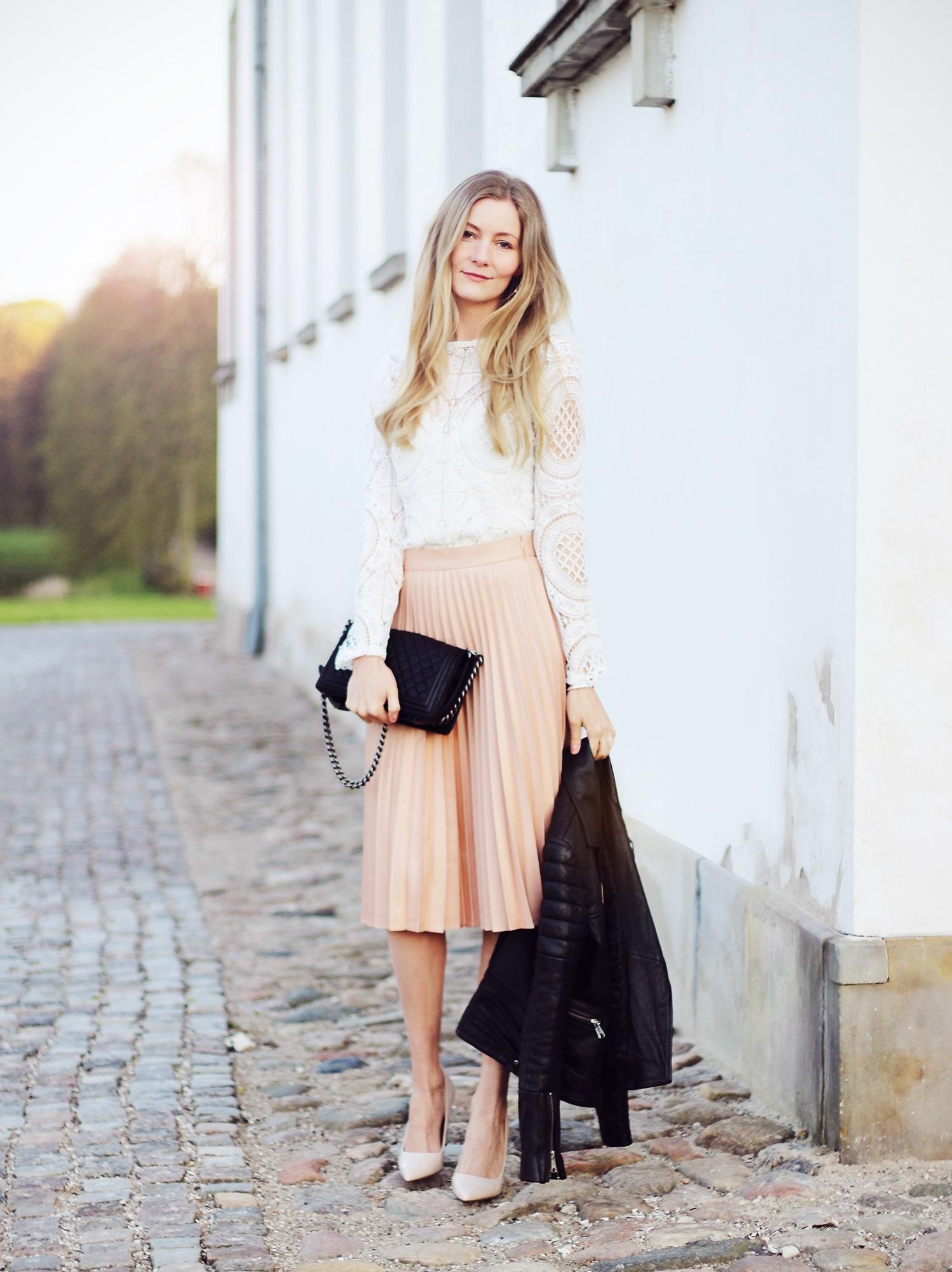 lyserød-nederdel@2x