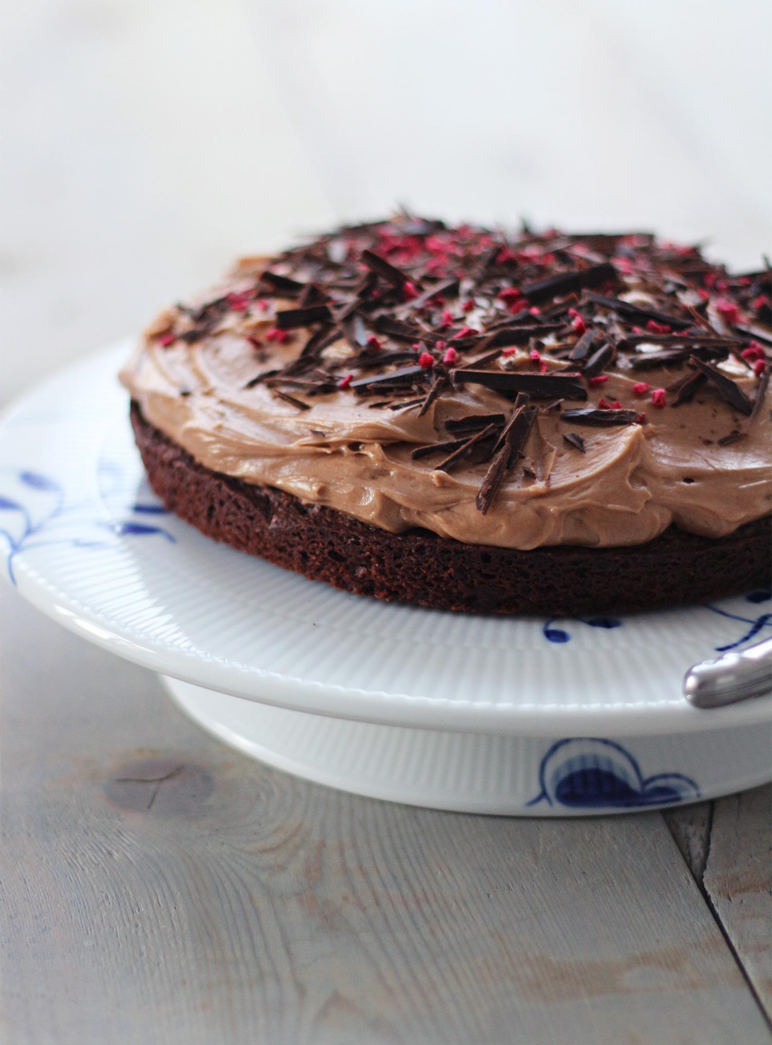 chokoladekage-med-creme
