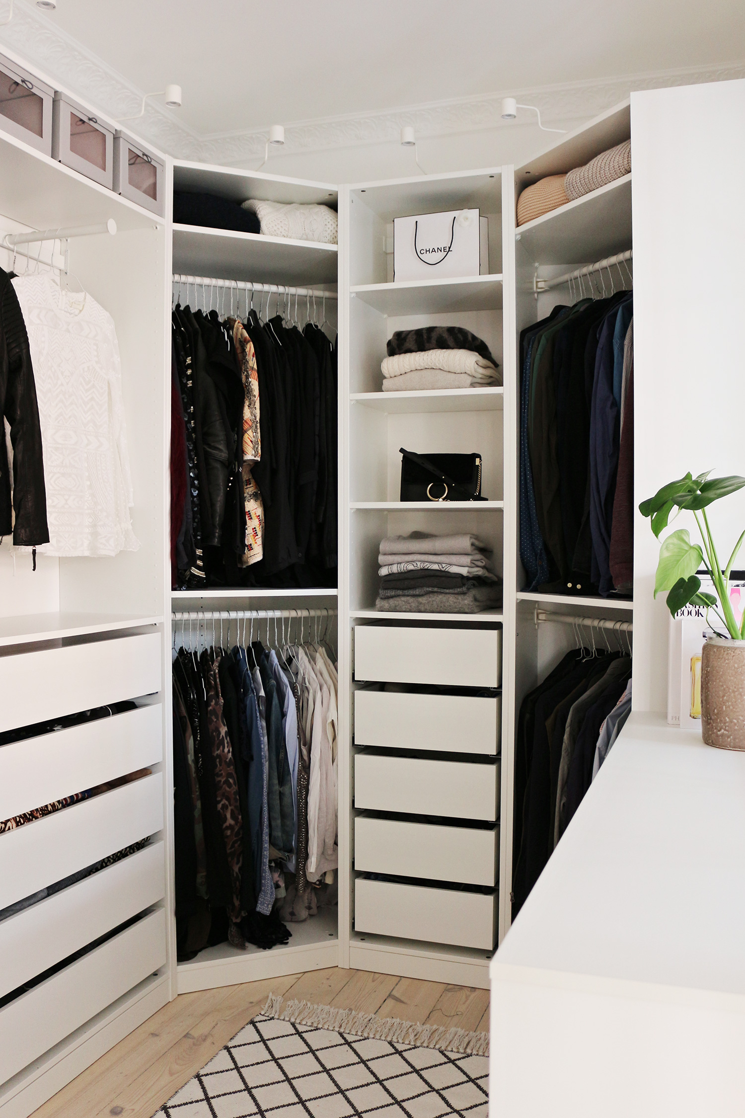 Our walk in closet is done christina dueholm - Mobili ikea pax guardaroba ...