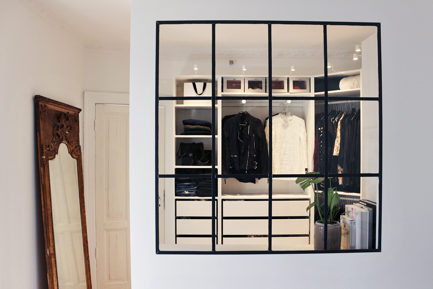 Our walk in closet is done christina dueholm for Garderobe new york