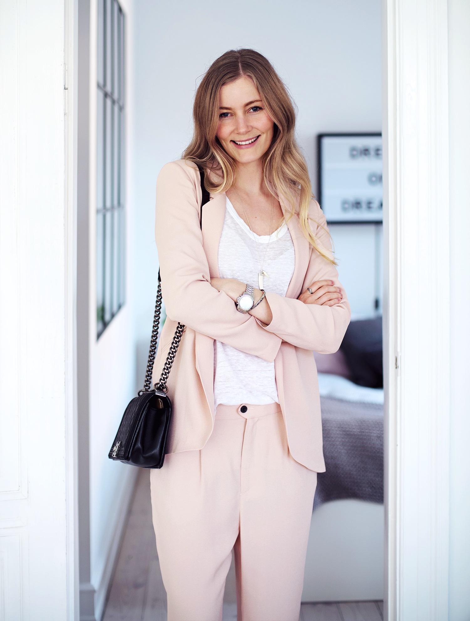lyserød-suit