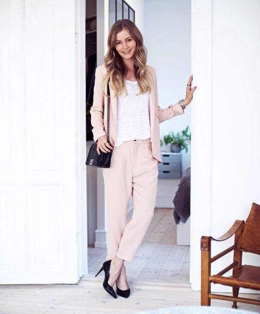 lyserødt-jakkesæt1.jpg