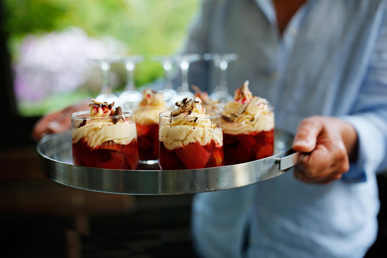 rabarber-med-hvid-chokolademousse