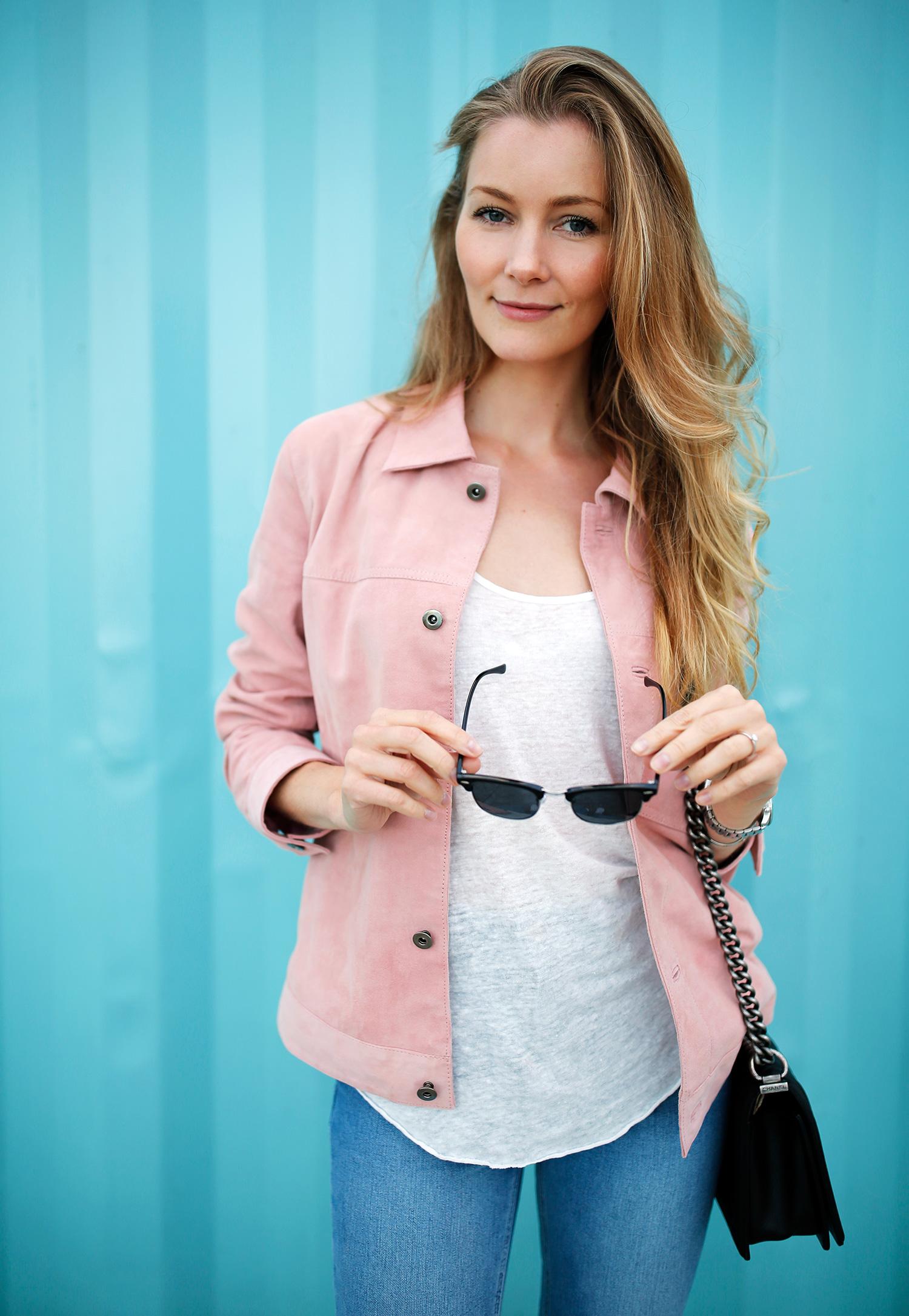 lyserød-jakke