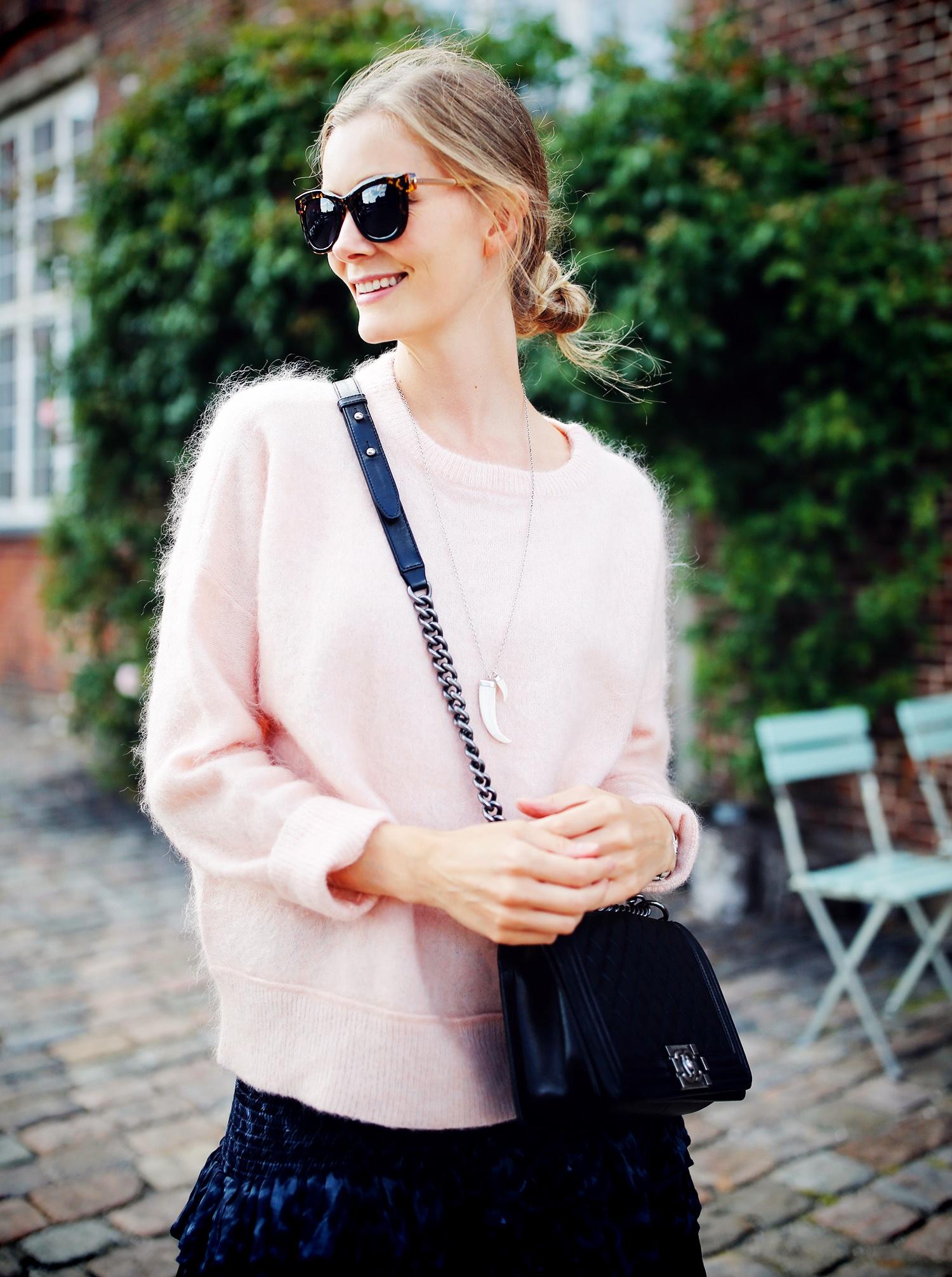 lyserød-sweater-malene-birger
