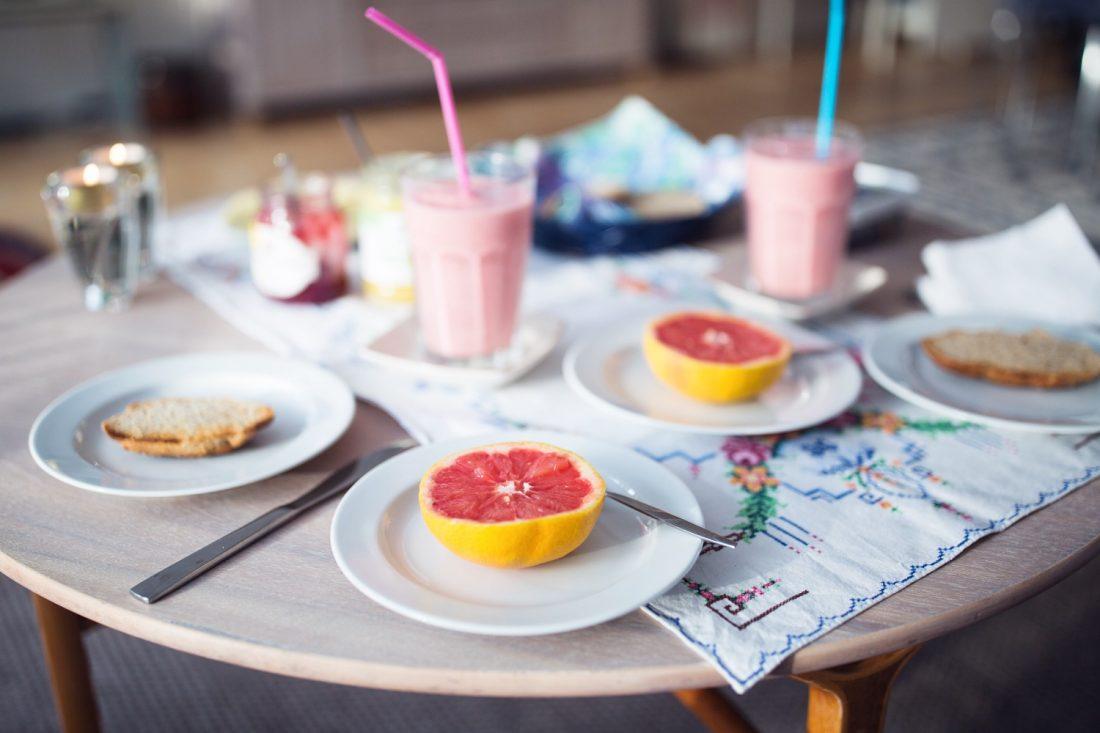 morgenmad, morgenbord, brunch, grapefrugt, smoothie