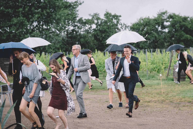 bryllup-regnvejr