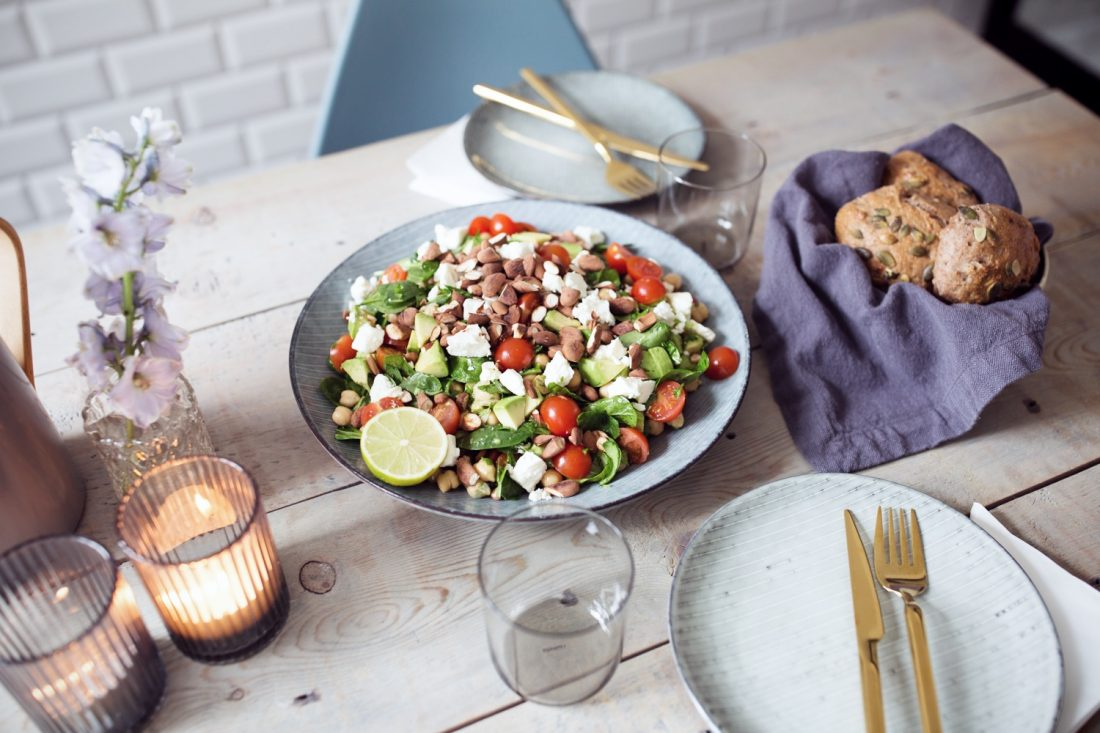 salat-med-krydderurter
