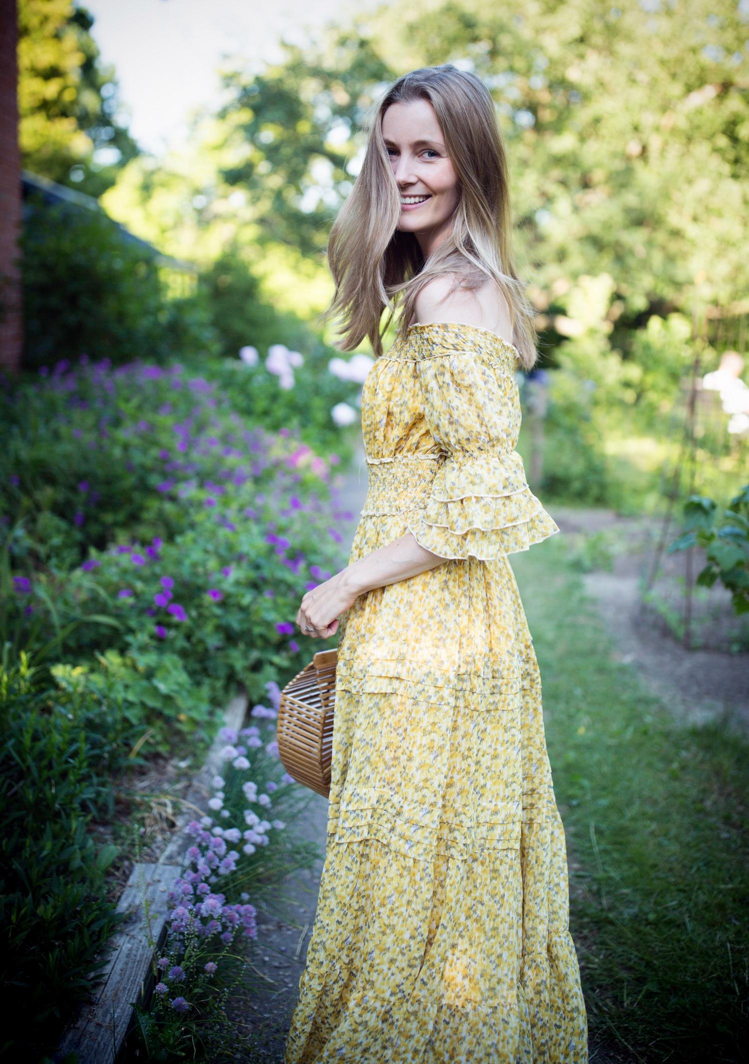 gul-kjole