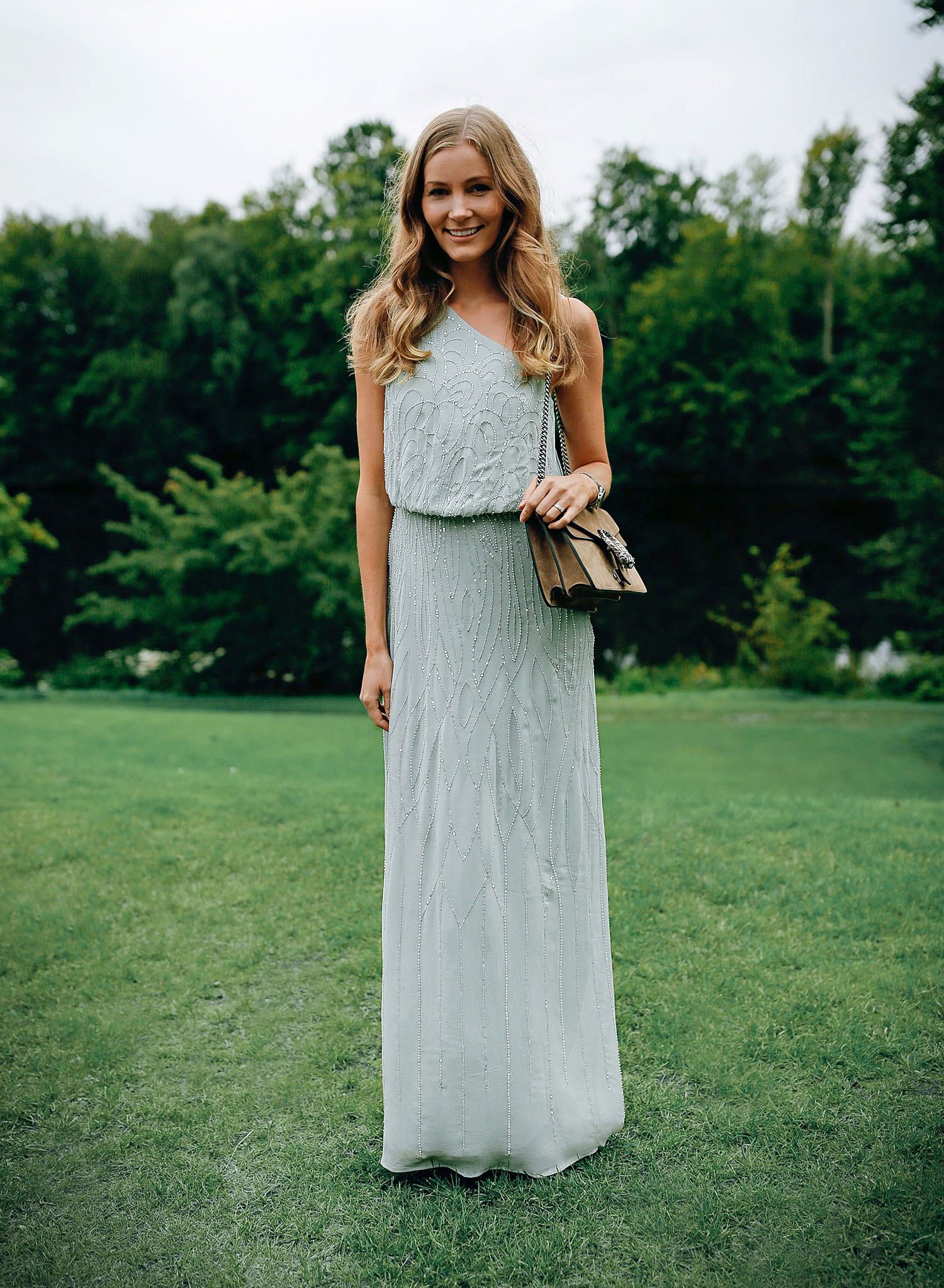 gaest-til-bryllyp-kjole